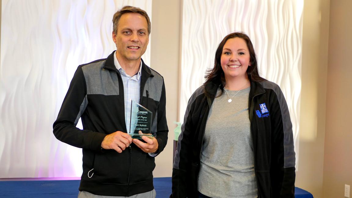 Youth program mentor accepts award